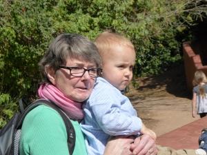 Oma mit Leo im Johannesburger Zoo