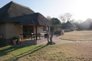 Die Unterkünfte der Ukutula-Lodge