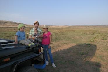 Familie Lindfeld beim Sundowner